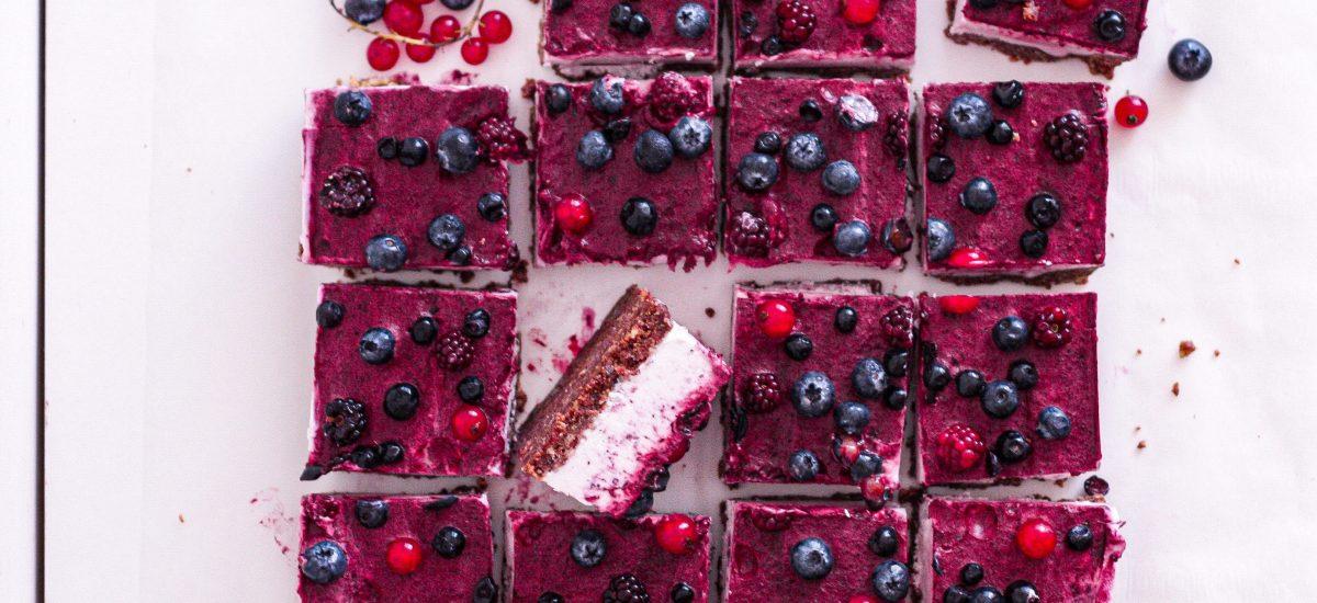 No bake berry cheesecake bars