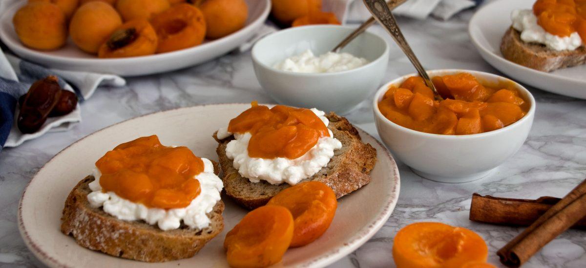4-ingredient sugar-free apricot jam
