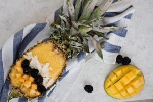 Smoothie Tropical Piña Colada în ananas