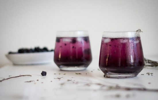 Gin Tonic cu Afine și Lavandă